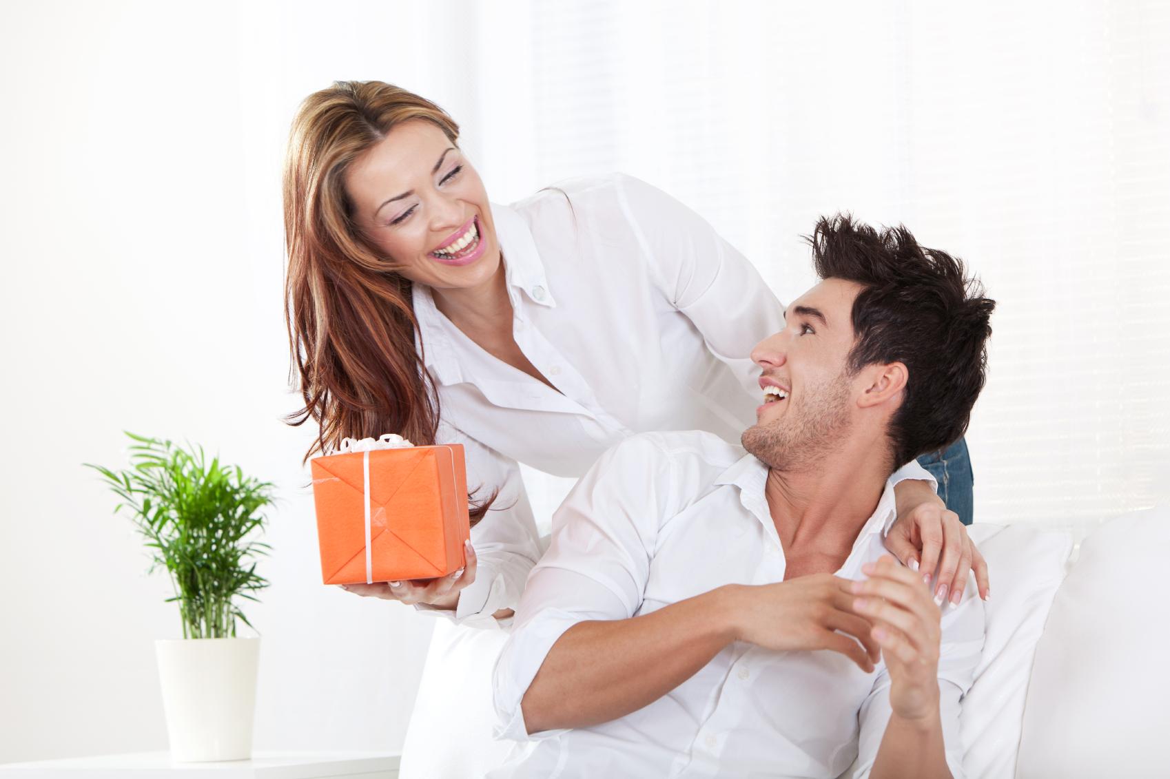 Foto Cowok L Men: Bila Pria Selalu Mencintai Wanita Yang Lebih Tua…