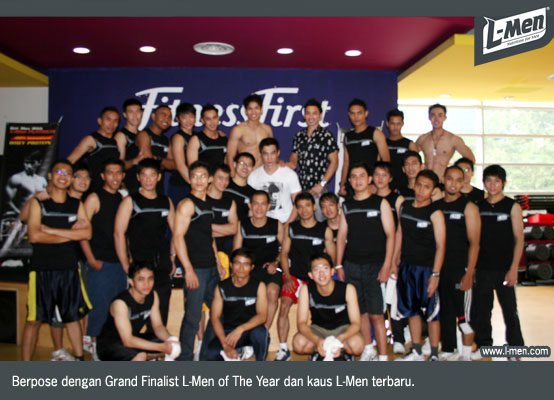 Berpose dengan Grand Finalist L-Men of The Year dan kaus L-Men terbaru