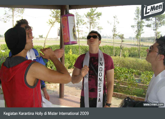 Kegiatan Karantina Holly di Mister International 2009