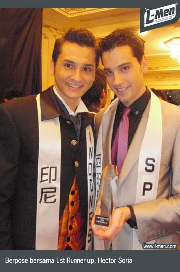 Berpose bersama 1st Runner-up, Hector Soria