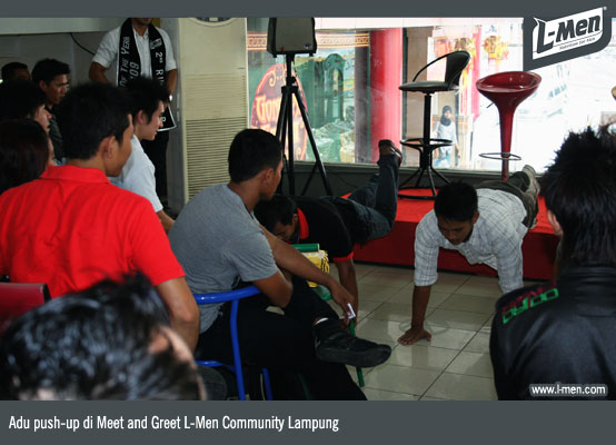 Adu push-up di Meet and Greet L-Men Community Lampung