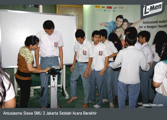 Antusiasme Siswa SMU 3 Jakarta Setelah Acara Berakhir