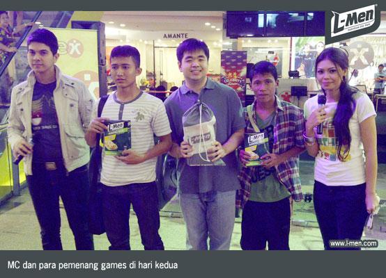 MC dan para pemenang games di hari kedua