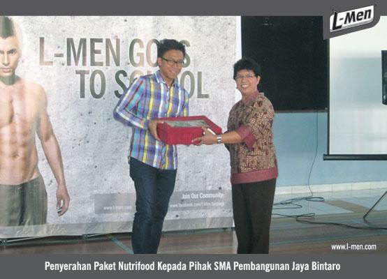 Penyerahan Paket Nutrifood Kepada Pihak SMA Pembangunan Jaya Bintaro