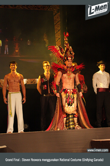 Grand Final: Steven Yoswara menggunakan National Costume (Unifying Garuda)