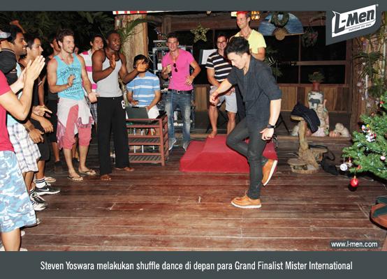 Steven Yoswara melakukan shuffle dance di depan para Grand Finalist Mister International