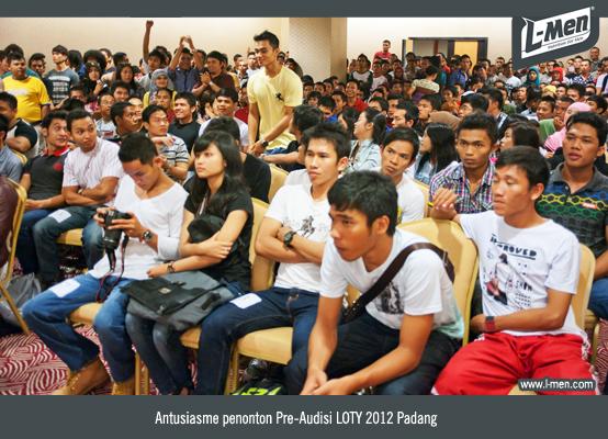 Antusiasme Penonton Pre-Audisi LOTY 2012 Padang