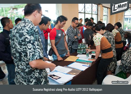 Suasana registrasi ulang peserta Pre-Audisi LOTY 2012 Balikpapan