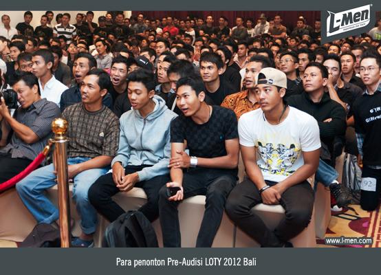 Para penonton Pre-Audisi LOTY 2012 Bali