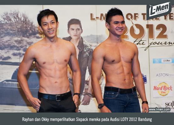 Rayhan dan Okky memperlihatkan Sixpack mereka pada Audisi LOTY 2012 Bandung