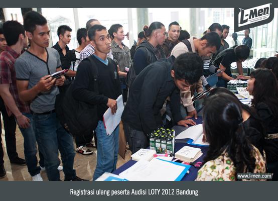 Registrasi ulang peserta Audisi LOTY 2012 Bandung