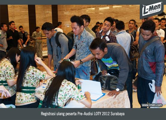 Suasana registrasi ulang peserta Pre-Audisi LOTY 2012 Surabaya