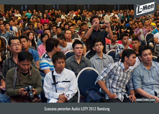 Suasana penonton Audisi LOTY 2012 Bandung