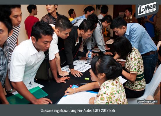 Suasana registrasi ulang peserta Pre-Audisi LOTY 2012 Bali